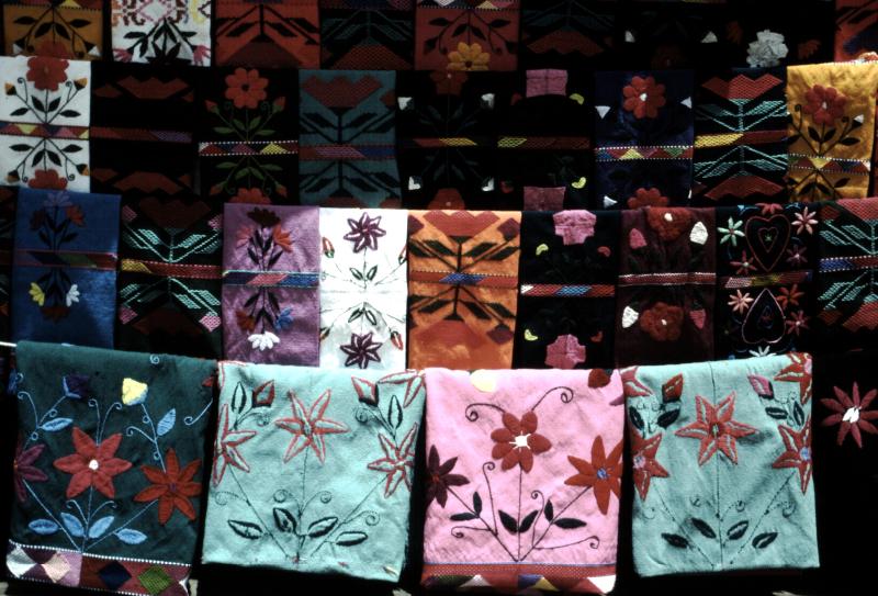 25-zinacantan-textiles-tzotziles