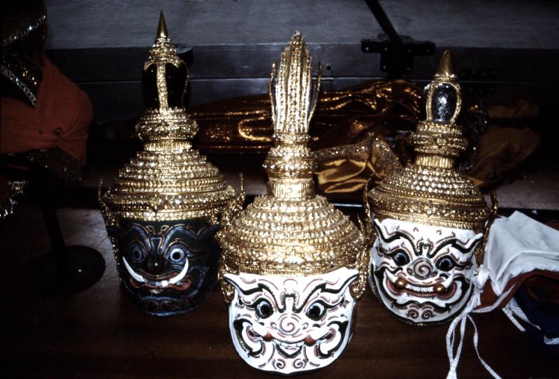 09-khon-masques