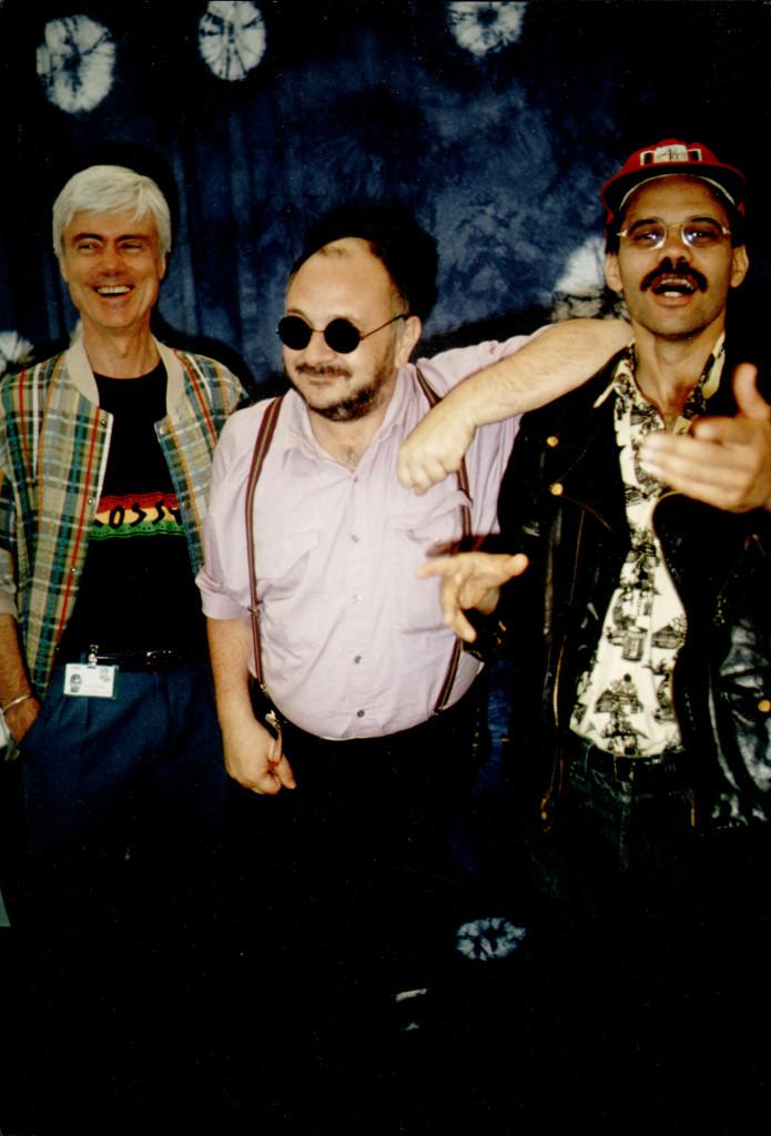 Au festival de Nantes, au cours des années 90,  les trois titulaires successifs de la rubrique «variétés» de Libération,  de gauche à droite: Jacques Erwan, Rémi Kolpa Kopoul (RKK), Bouziane Daoudi. Photo : Bill Akwa Betote