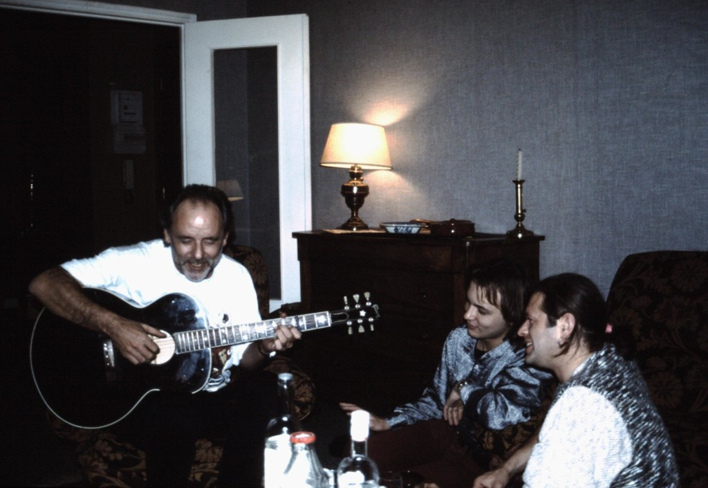 DE GAUCHE A DROITE, MAXIME LE FORESTIER, ALEXEI IPATOVTSEV ET BORIS GREBENCHIKOV,  NOVEMBRE 1994.