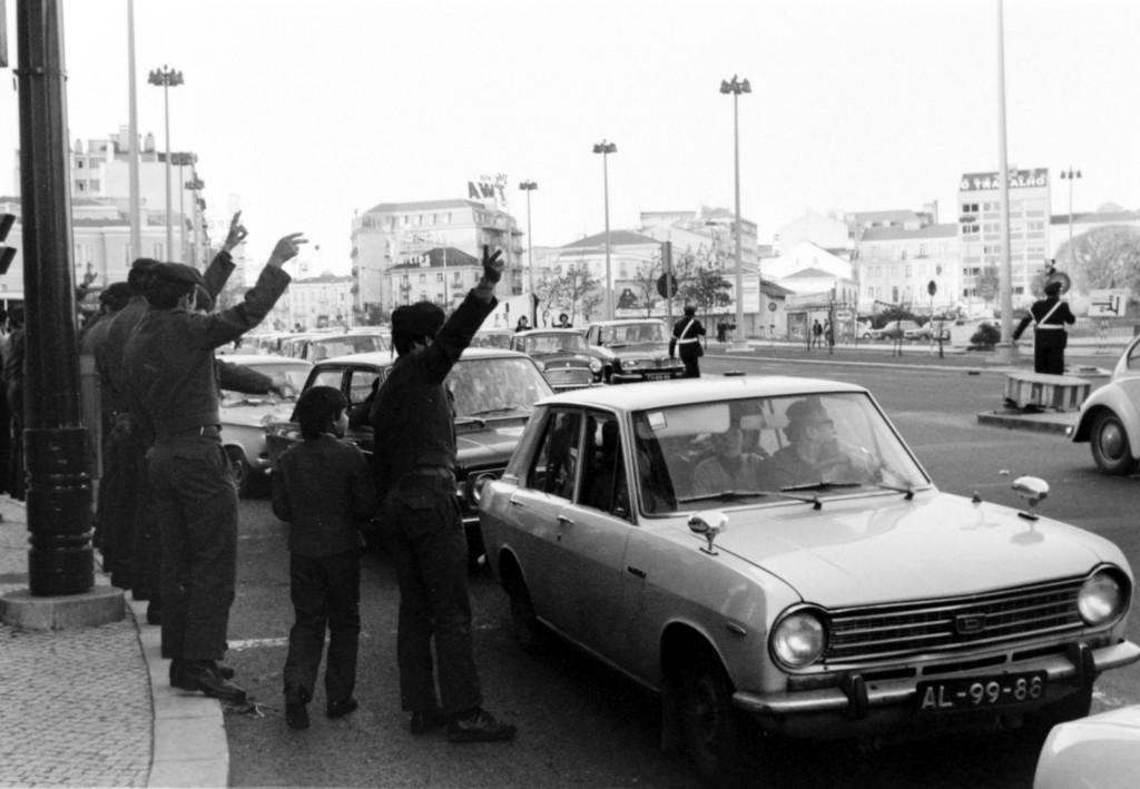 1er Mai 1974 à Lisbonne : V comme victoire © J. Erwan