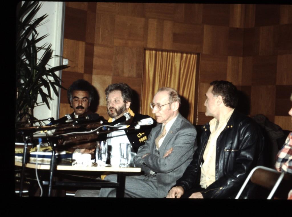 1984, conférence de presse, de droite à gauche, John Giorno, William Burroughs (le festin nu), Jean-Jacques Lebel...